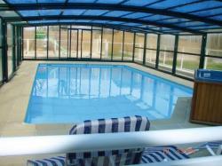 piscine couverte et chauffée à 28 °